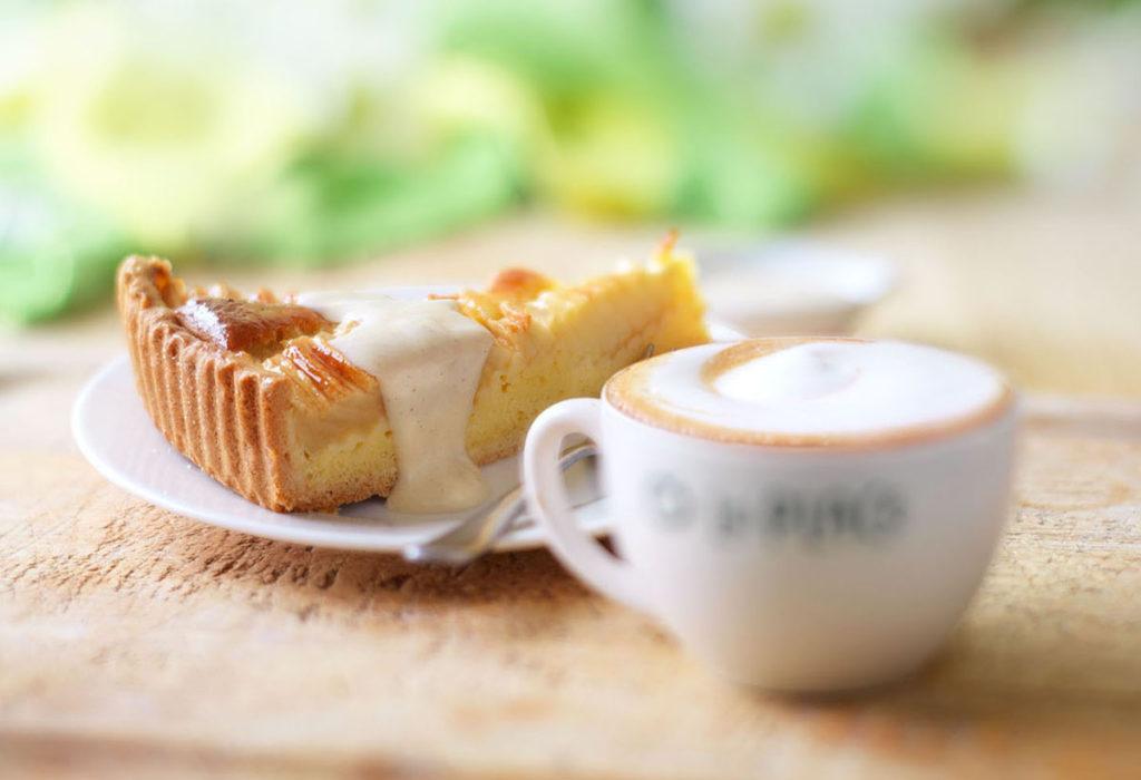 Appelcaketaart + drank  taart+saus DEF F ina 003