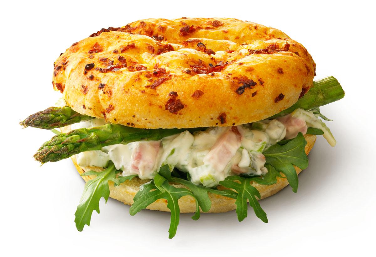 Focaccia grillhamsalade met asperges 013